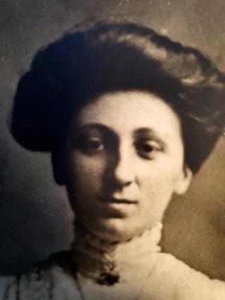 Antoinette jarest 1910